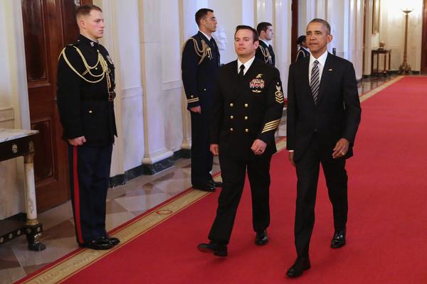 Barack+Obama+Obama+Presents+Medal+Honor+Navy+yz52qN0sg--l