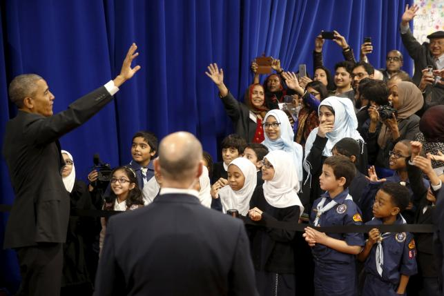 U.S. President Barack Obama waves farewell to students after his remarks at the Islamic Society of Baltimore mosque in Catonsville, Maryland February 3, 2016. REUTERS/Jonathan Ernst