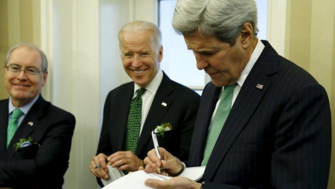 U.S. Ambassador to Ireland Kevin O'Malley (L-R) and Vice President Joe Biden look on as Secretary of State John Kerry makes notes as President Barack Obama welcomes Ireland's Prime Minister Enda Kenny in the Oval Office at the White House in Washington March 15, 2016. REUTERS/Jonathan Ernst