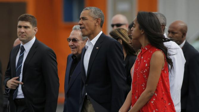 U.S. President Barack Obama and his daughters Malia and Sasha are accompanied by Cuba's President Raul Castro as they walk towards Air Force One at the end of their visit to Cuba, at Havana's international airport, March 22, 2016. REUTERS/Carlos Barria