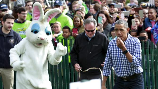 U.S. President Barack Obama participates in the 2016 White House Easter Egg Roll on the South Lawn of the White House in Washington March 28, 2016. REUTERS/Yuri Gripas