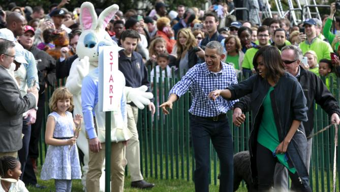 U.S. President Barack Obama and first lady Michelle Obama attend the 2016 White House Easter Egg Roll on the South Lawn of the White House in Washington March 28, 2016. REUTERS/Yuri Gripas