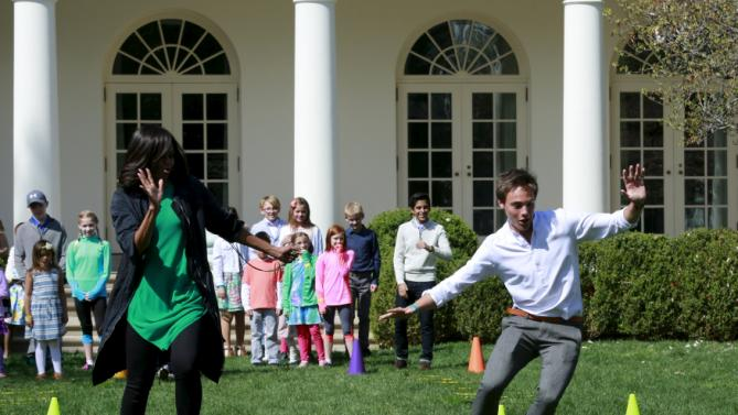 U.S. first lady Michelle Obama participates in a children relay race in the Rose Garden of the White House in Washington at the annual Easter Egg Roll, March 28, 2016. REUTERS/Yuri Gripas