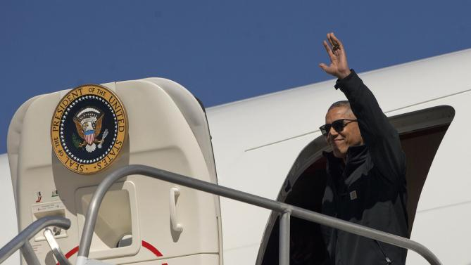 President Barack Obama waves upon his arrival on Air Force One in San Carlos de Bariloche Airport, Thursday, March 24, 2016, in Bariloche, Argentina (AP Photo/Pablo Martinez Monsivais)