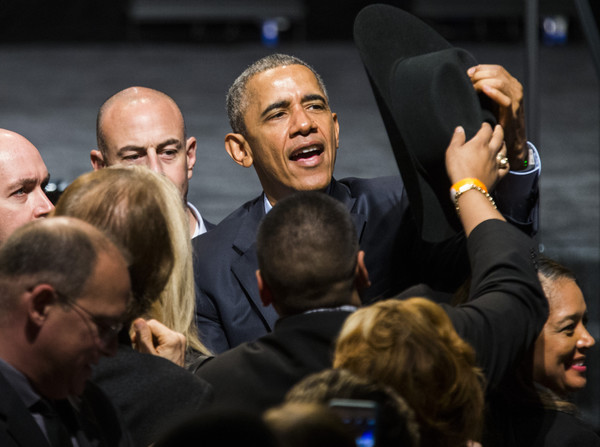 Barack+Obama+Obama+Attends+DNC+Fundraiser+ANIWTdNBMWyl