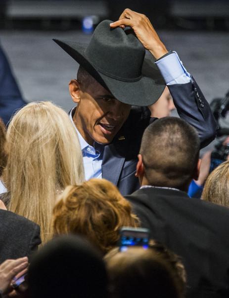 Barack+Obama+Obama+Attends+DNC+Fundraiser+s-XWKdrDUHtl