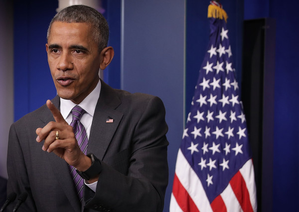 Barack+Obama+President+Obama+Drops+College+IitOeJlv85Jl