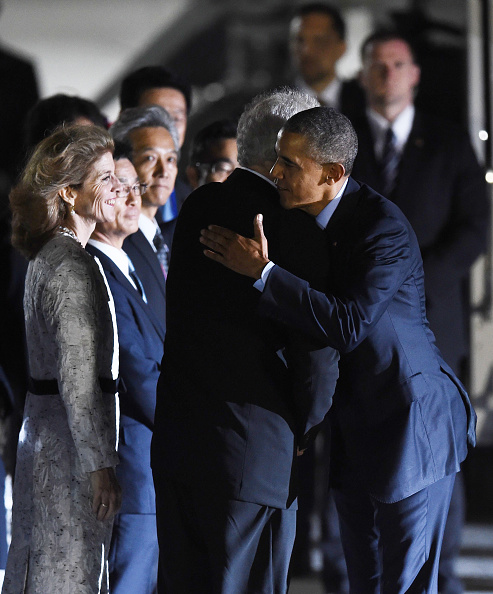 US President Barack Obama (R) is greeted upon arriving as US Ambassador to Japan Caroline Kennedy (L) looks on at Chubu Centrair International Airport at Tokoname, Aichi prefecture, outside Nagoya on May 25, 2016 ahead of the 2016 G7 Summit. / AFP / MANAN VATSYAYANA (Photo credit should read MANAN VATSYAYANA/AFP/Getty Images)