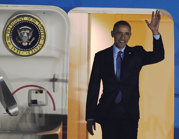 US President Barack Obama waves as he disembarks Air Force One upon arriving at Chubu Centrair International Airport at Tokoname, Aichi prefecture, outside Nagoya on May 25, 2016 ahead of the 2016 G7 Summit. / AFP / MANAN VATSYAYANA (Photo credit should read MANAN VATSYAYANA/AFP/Getty Images)