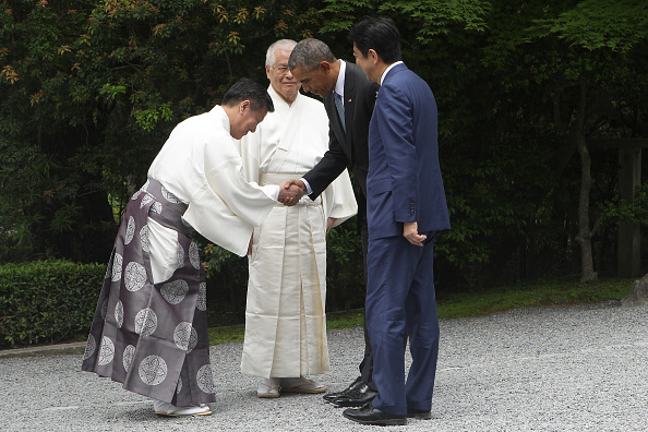 ISE, JAPAN - MAY 26: U.S. President Barack Obama (2nd R) and Japanese Prime Minister Shinzo Abe (R) are greeted by Shinto priests as they visit the Ise-Jingu Shrine on May 26, 2016 in Ise, Japan. In the two-day summit, the G7 leaders are scheduled to discuss the pressing global issues including counter-terrorism, energy policy, and sustainable development. (Photo by Chung Sung-Jun/Getty Images)