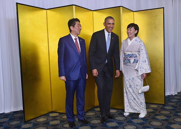 KASHIKOJIMA, JAPAN - MAY 26: In this handout image provide by Foreign Ministry of Japan, Japanese U.S. President Barack Obama (C), Japan Prime Minister Shinzo Abe (L) and wife Akie Abe (R) attend the cocktail event during the G7 Japan 2016 Ise-Shima summit at the Shima Kanko Hotel on May 26, 2016 in Kashikojima, Japan. In the two-day summit, the G7 leaders are scheduled to discuss the pressing global issues including counter-terrorism, energy policy, and sustainable development. (Photo by Handout/Getty Images)