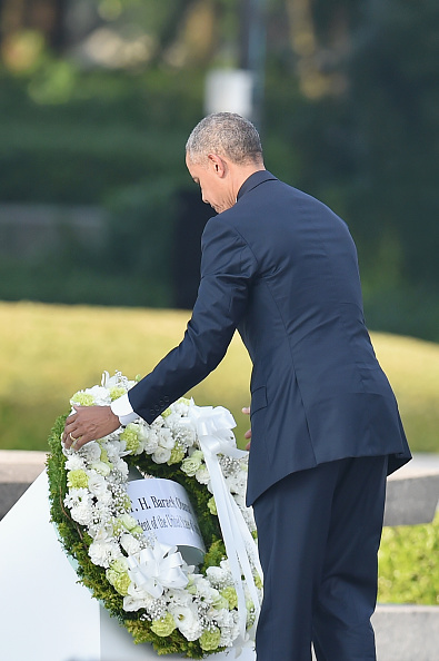 HIROSHIMA, JAPAN - MAY 27: (EDITORS NOTE: Retransmission with alternate crop.) U.S. President Barack Obama visits the Hiroshima Peace Memorial Park on May 27, 2016 in Hiroshima, Japan. It is the first time U.S. President makes an official visit to Hiroshima, the site where the atomic bomb was dropped in the end of World War II on August 6, 1945. (Photo by Atsushi Tomura/Getty Images)