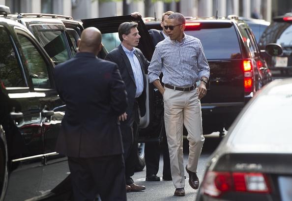 US President Barack Obama arrives for dinner at Oyamel in Washington, DC on May 28, 2016. / AFP / SAUL LOEB (Photo credit should read SAUL LOEB/AFP/Getty Images)