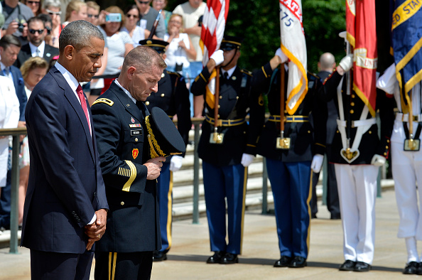 ARLINGTON, VA - MAY 30: (AFP-OUT) President Barack Obama bows his head in silence along with Major General Bradley A. Becker at the Tomb of the Unknown Soldier at Arlington National Cemetery on May 30, 2016 in Arlington, Virginia. Obama paid tribute to the nation's fallen military service members. (Photo by Mike Theiler-Pool/Getty Images)