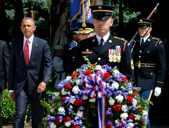 ARLINGTON, VA - MAY 30: (AFP-OUT) President Barack Obama arrives to lay a wreath at the Tomb of the Unknown Soldier at Arlington National Cemetery on May 30, 2016 in Arlington, Virginia. Obama paid tribute to the nation's fallen military service members. (Photo by Mike Theiler-Pool/Getty Images)