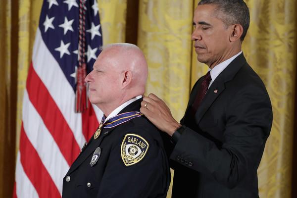 Barack+Obama+President+Obama+Awards+Presidential+_UND3x0orK7l
