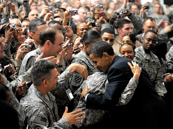 20090407_obamahugsthesoldiers_560x425