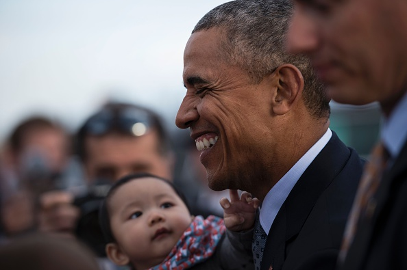 A baby reaches for US President Barack Obama while he greets people after arriving at Peterson Air Force Base June 1, 2016 in Colorado Springs, Colorado. / AFP / Brendan Smialowski (Photo credit should read BRENDAN SMIALOWSKI/AFP/Getty Images)