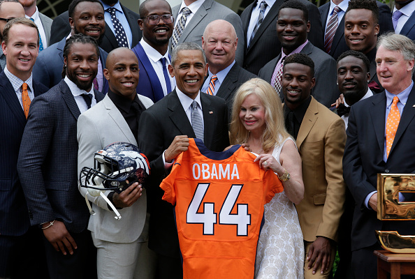US President Barack Obama poses with the 50th Super Bowl Champion Denver Broncos in the Rose Garden of the White House in Washington on June 6, 2016. / AFP / YURI GRIPAS (Photo credit should read YURI GRIPAS/AFP/Getty Images)