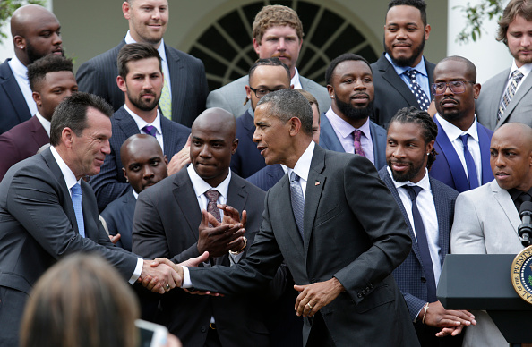 US President Barack Obama (C) shakes hands with coach NFL Denver Broncos head coach Gary Kubiak he honors the 50th Super Bowl Champion Denver Broncos in the Rose Garden of the White House in Washington on June 6, 2016. / AFP / YURI GRIPAS (Photo credit should read YURI GRIPAS/AFP/Getty Images)