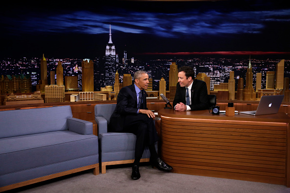"US President Barack Obama speaks with comedian Jimmy Fallon during a taping of the NBC television network's ""Tonight Show with Jimmy Fallon"" on June 8, 2016 in New York. / AFP / YURI GRIPAS (Photo credit should read YURI GRIPAS/AFP/Getty Images)"