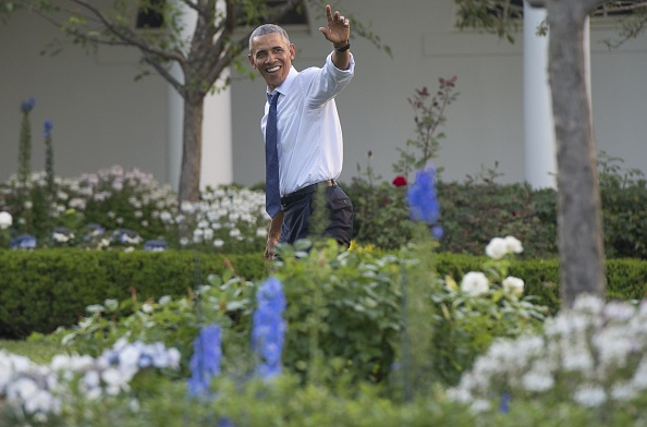 US President Barack Obama waves to guests from the Rose Garden during a picnic for members of Congress on the South Lawn of the White House in Washington, DC, June 14, 2016. / AFP / SAUL LOEB (Photo credit should read SAUL LOEB/AFP/Getty Images)