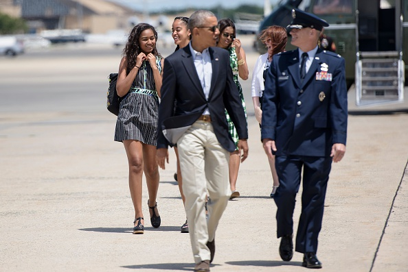 US President Barack Obama and the first family walk to Air Force One at Andrews Air Force Base, Maryland, on June 15, 2016, to travel to National Parks in New Mexico and California. / AFP / Brendan Smialowski (Photo credit should read BRENDAN SMIALOWSKI/AFP/Getty Images)