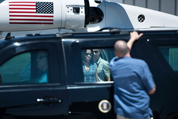 US First Lady Michelle Obama (L) and US President Barack Obama walk from Marine One to an armored vehicle at a landing zone June 17, 2016 in Carlsbad, New Mexico. / AFP / Brendan Smialowski (Photo credit should read BRENDAN SMIALOWSKI/AFP/Getty Images)