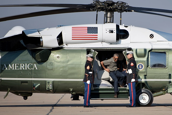 US President Barack Obama gets out from Marine One helicopter to board Air Force One at Roswell International Air Center June 17, 2016 in Roswell, New Mexico. / AFP / Brendan Smialowski (Photo credit should read BRENDAN SMIALOWSKI/AFP/Getty Images)