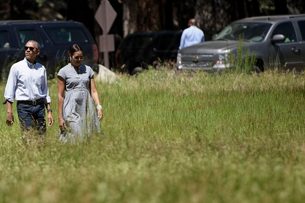 US President Barack Obama and US first lady Michelle Obama walk to Marine One in Ahwahnee Meadow after visiting Yosemite National Park June 19, 2016 in Yosemite Vally, California. / AFP / Brendan Smialowski (Photo credit should read BRENDAN SMIALOWSKI/AFP/Getty Images)