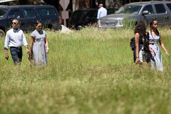 From left: US President Barack Obama, US first lady Michelle Obama, daughters Sasha Obama and Malia Obama walk to Marine One in Ahwahnee Meadow after visiting Yosemite National Park June 19, 2016 in Yosemite Vally, California. / AFP / Brendan Smialowski (Photo credit should read BRENDAN SMIALOWSKI/AFP/Getty Images)