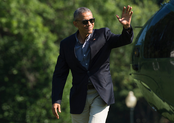 US President Barack Obama waves as he walks across the South Lawn of the White House after returning form a trip to Seattle, Wasahington, June 25, 2016, in Washington, DC. / AFP / MOLLY RILEY (Photo credit should read MOLLY RILEY/AFP/Getty Images)