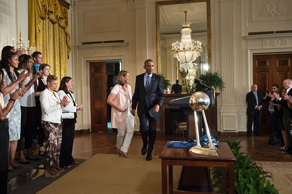 Coach Cheryl Reeve (L) and US President Barack Obama arrive for an event to celebrate the 2015 WNBA Champions, Minnesota Lynx, in the East Room of the White House June 27, 2016 in Washington, DC. / AFP / Brendan Smialowski (Photo credit should read BRENDAN SMIALOWSKI/AFP/Getty Images)