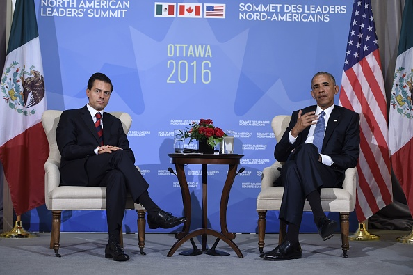 (L-R)Mexican President Enrique Pena Nieto, and US President Barack Obama speak during a bilateral meeting at the North American Leaders Summit on June 29, 2016 in Ottawa, Ontario. / AFP / Brendan Smialowski (Photo credit should read BRENDAN SMIALOWSKI/AFP/Getty Images)