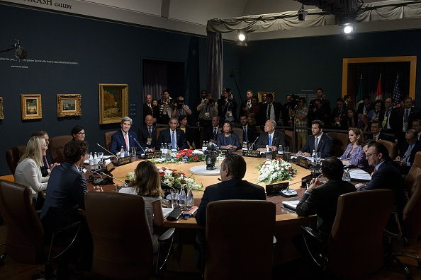 Mexican President Enrique Pena Nieto, Canadian Prime Minister Justin Trudeau and US President Barack Obama and their delegations wait for a working session during the North American Leaders Summit at the National Gallery of Canada on June 29, 2016 in Ottawa, Ontario. / AFP / Brendan Smialowski (Photo credit should read BRENDAN SMIALOWSKI/AFP/Getty Images)