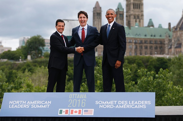 (L-R)Mexican President Enrique Pena Nieto, Canadian Prime Minister Justin Trudeau and US President Barack Obama pose for a group photo with Canada's Parliament Hill in the background during the North American Leaders Summit on June 29, 2016 in Ottawa, Ontario. / AFP / Chris Roussakis (Photo credit should read CHRIS ROUSSAKIS/AFP/Getty Images)
