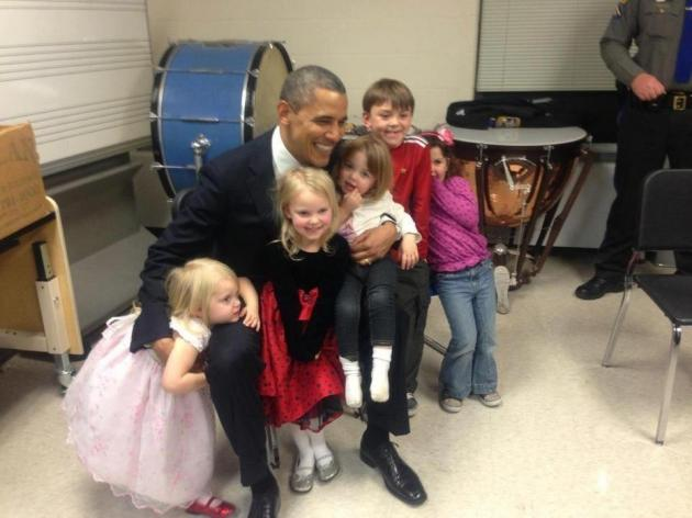 Obama-left-whiteboard-note-to-Newtown-High-School-PHOTO