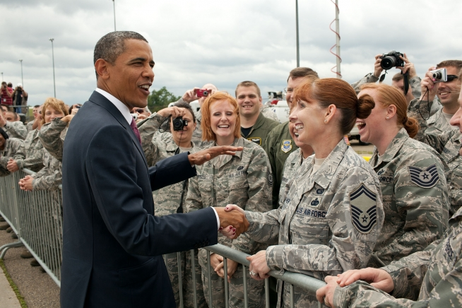 WHITE HOUSE PHOTO-PRESIDENT OBAMA MILITARY PITTSBURGH-PETE SOUZA