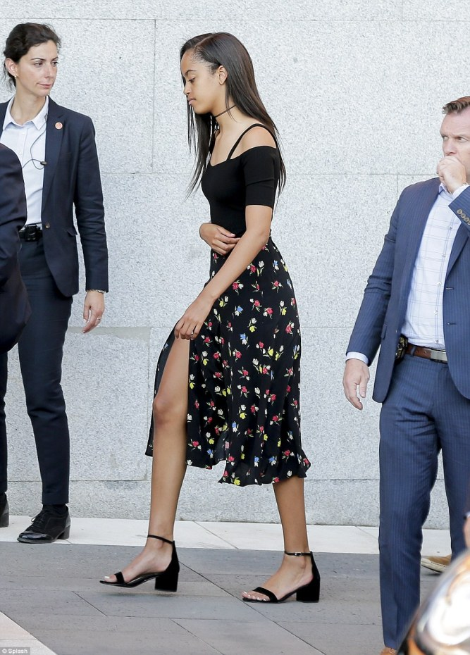 35D8BE6000000578-3669973-Malia_Obama_17_looked_fashion_forward_in_a_black_off_the_shoulde-a-44_1467391314746