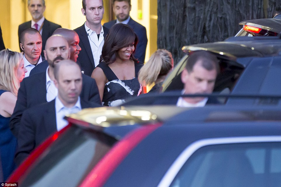 35D8C02C00000578-3669973-Michelle_Obama_visited_an_exhibition_at_Prado_museum_in_Madrid_t-a-49_1467391315060