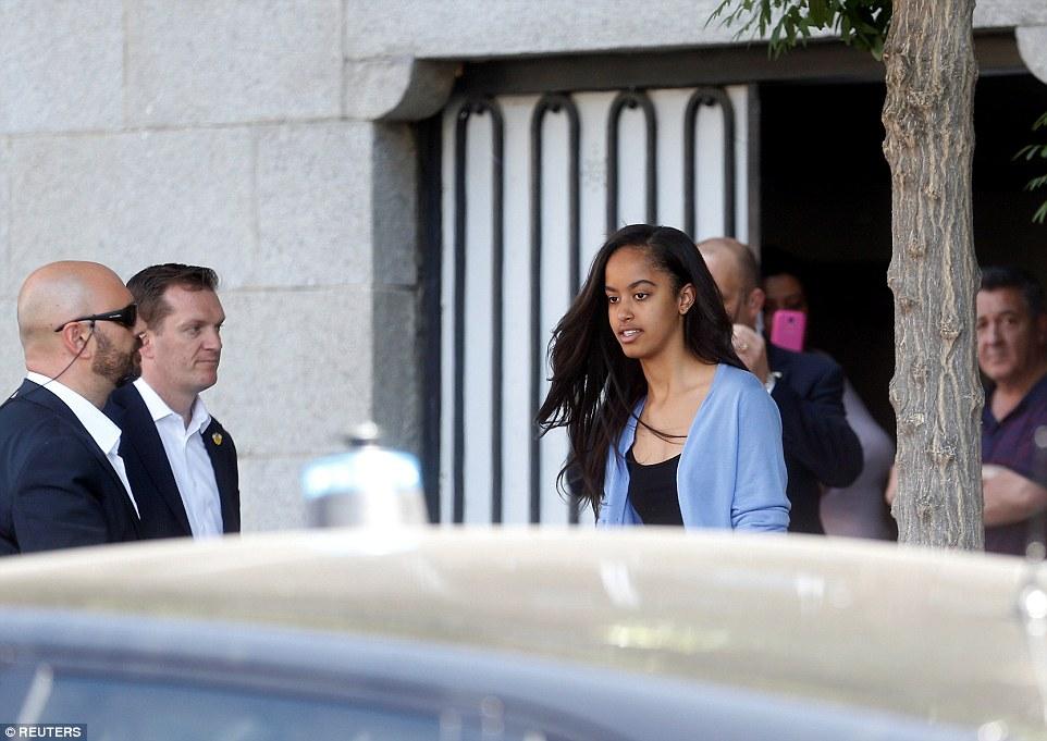 35DB311600000578-3669973-Malia_Obama_seen_leaving_a_restaurant_in_Madrid_Spain_on_Friday_-a-47_1467391314819