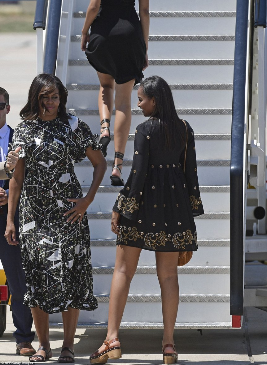 35DB9BBE00000578-3669973-US_first_lady_Michelle_Obama_and_her_daughters_Malia_right_and_S-a-38_1467391314542