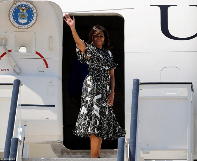 35DBA9F900000578-3669973-And_they_re_off_First_Lady_Michelle_Obama_waves_before_boarding_-a-34_1467391314301