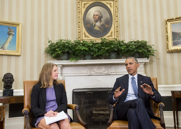 US President Barack Obama, alongside Secretary of Health and Human Services Sylvia Mathews Burwell, speaks about the response and precautions to take for the Zika virus, during a meeting in the Oval Office of the White House in Washington, DC, July 1, 2016. / AFP / SAUL LOEB (Photo credit should read SAUL LOEB/AFP/Getty Images)