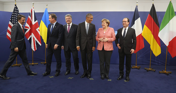 WARSAW, POLAND - JULY 09: (From L to R) Italian Prime Minister Matteo Renzi, British Prime Minister David Cameron, Ukrainian President Petro Poroshenko, U.S. President Barack Obama, German Chancellor Angela Merkel and Franch President Francois Hollande arrive to pose for photographers following talks at the Warsaw NATO Summit on July 9, 2016 in Warsaw, Poland. NATO member heads of state, foreign ministers and defense ministers had gathered for a two-day summit that ended today. (Photo by Sean Gallup/Getty Images)