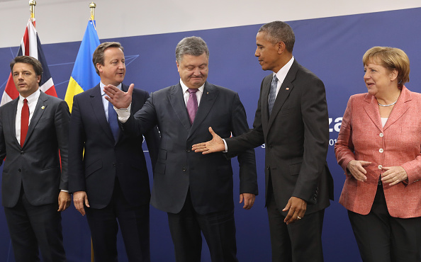 WARSAW, POLAND - JULY 09: Ukrainian President Petro Poroshenko and U.S. President Barack Obama prepare to shake hands as Italian Prime Minister Matteo Renzi, British Prime Minister David Cameron and German Chancellor Angela Merkel look on following talks at the Warsaw NATO Summit on July 9, 2016 in Warsaw, Poland. NATO member heads of state, foreign ministers and defense ministers had gathered for a two-day summit that ended today. (Photo by Sean Gallup/Getty Images)
