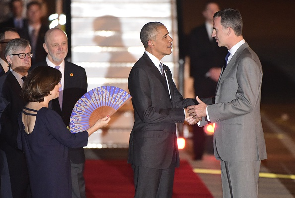 US President Barack Obama (C) shakes hand with Spain's King Felipe VI on arrival at the Torrejon airbase near Madrid on July 9, 2016. Barack Obama began a shortened but symbolic first presidential trip to Spain Saturday, squeezing in a visit to a key ally before dashing home to deal with the aftermath of wrenching shooting in Dallas / AFP / PIERRE-PHILIPPE MARCOU (Photo credit should read PIERRE-PHILIPPE MARCOU/AFP/Getty Images)