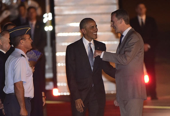 US President Barack Obama (C) talks with Spain's King Felipe VI on arrival at the Torrejon airbase near Madrid on July 9, 2016. Barack Obama began a shortened but symbolic first presidential trip to Spain Saturday, squeezing in a visit to a key ally before dashing home to deal with the aftermath of wrenching shooting in Dallas / AFP / PIERRE-PHILIPPE MARCOU (Photo credit should read PIERRE-PHILIPPE MARCOU/AFP/Getty Images)