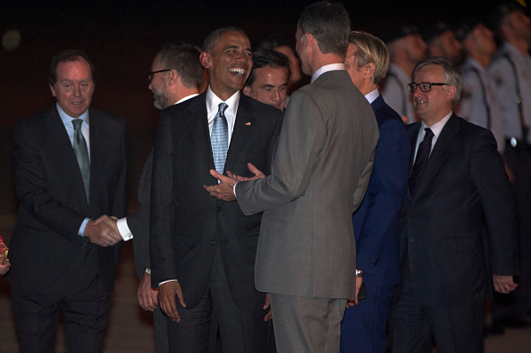 MADRID, SPAIN - JULY 09: King Felipe VI of Spain (R) Receives US President Barack Obama (L) at the Torrejon Airport on July 09, 2016 in Madrid, Spain. President Obama arrived from the NATO summit in Warsaw and has reportedly had to shorten his first official visit to Spain after the Dallas shootings which killed five policemen on Thursday. (Photo by Carlos Alvarez/Getty Images)