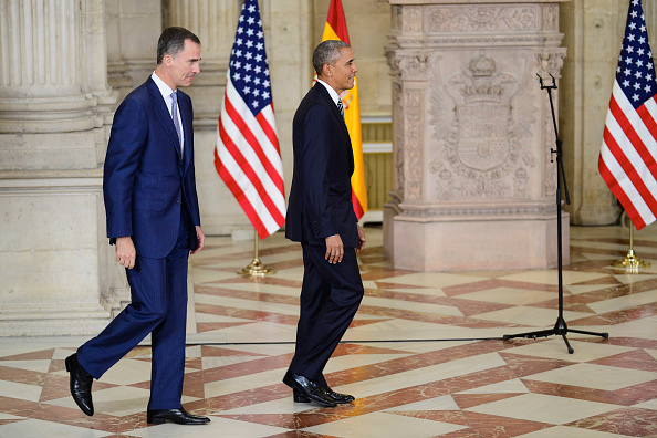 MADRID, SPAIN - JULY 10: King Felipe VI of Spain (L) receives US President Barack Obama (R) at The Royal Palace on July 10, 2016 in Madrid, Spain. President Obama arrived yesterday from the NATO summit in Warsaw and has reportedly had to shorten his first official visit to Spain after the Dallas shootings which killed five policemen on Thursday. (Photo by Borja B. Hojas - Pool/Getty Images)
